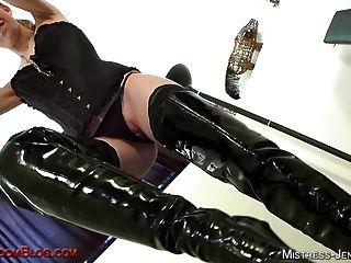 Mistress riley é uma puta femdom arrancada que gosta de pussy wors