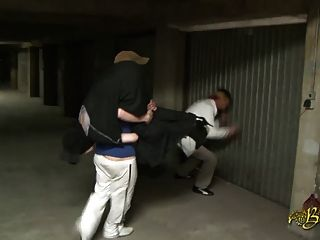 Beurette baisee sauvagement dans un garagem par 2 mecs