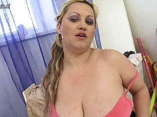 Enorme, breasted, milf, tocando, seu, molhados, bichano