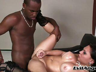 Hot shemales chupado e fodido por cara negro
