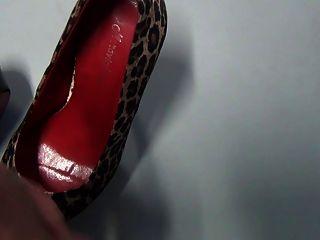 Shoejob e corrida em sapatos meu chefe no escritório