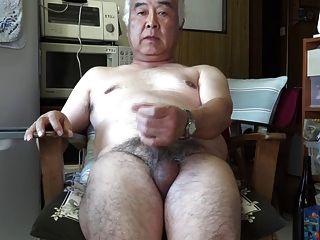 Japanese old man masturbation ejaculação na cozinha