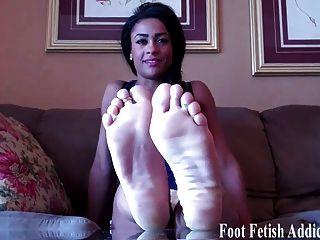 Quero que você chupa meus pés
