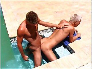 Hung twink justin na piscina mergulhando anal fuck com dawyd