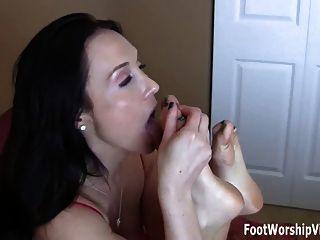 Hot footjob de duas alunas horny