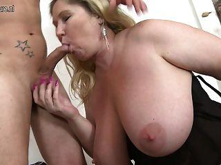 Enorme breasted bbw fodendo e chupando seu menino