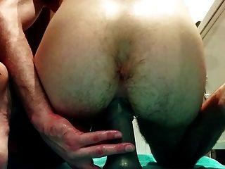 Fodendo meu cu com grandes dildos e tentando punho