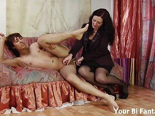 Pervertido asiático recebe uma massagem quente da próstata