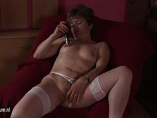 Toda a dona de casa natural fodendo um vibrador