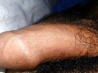 Processo ereção do meu pau na cama (22 anos de idade)