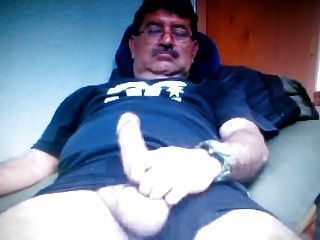 Papai mexicano mostrando seu pau grande na câmera