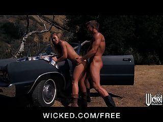 Wicked quente loira nicole aniston pega um hitchhiker