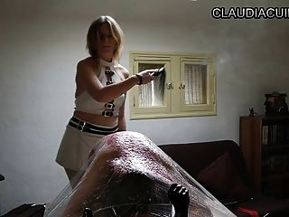 Seance bdsm maitresse claudiacuir martinet et paddle