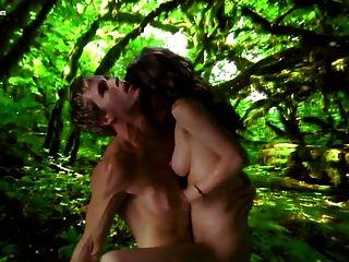 Lizzy caplan nude da verdadeira temporada de sangue 1