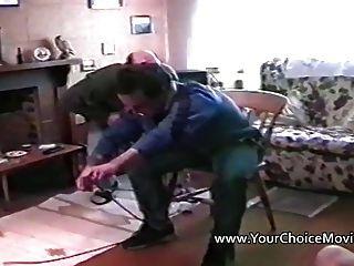 Sexo caseiro com amador pechugón e dois homens