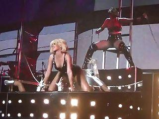 Rihanna sexy como o inferno s \u0026 m live non nude