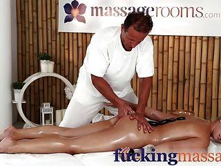 Salas de massagem jovem beleza menina faculdade tem orgasmo