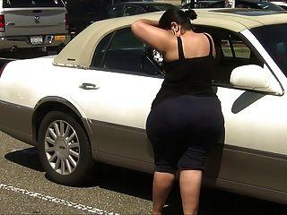 Super grossa latina milf em spandex com burro enorme !!