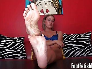 Empurrão para meus pés de ébano sexy