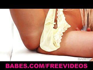 Sexy solo carla cox teases seu bichano com sua calcinha