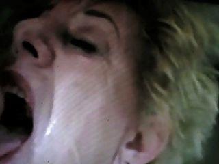 Cara completamente da avó do esperma por satyriasiss