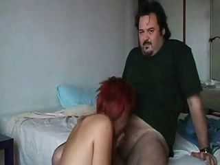 Vende su virginidad por 1000 euros