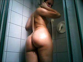 Tigre no chuveiro