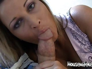 Sexy esposa chupa galo e andorinhas para seu homem