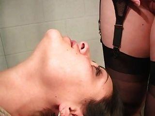 Mulher lesbiana bdsm em bondage facesitting