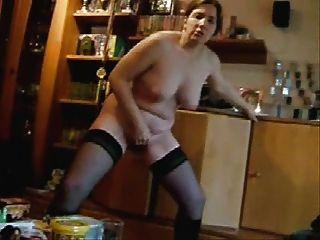 Minha esposa masturbando para pessoas de internet.caseiro