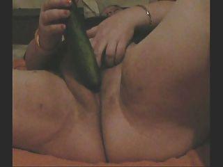 Bbw foda-se com um pepino na webcam para mim