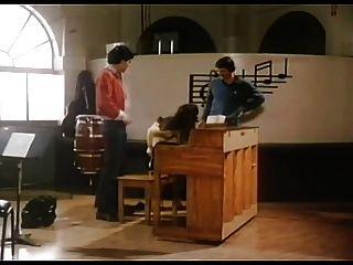 Sexo 70s na sala de música