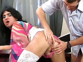 Escritório sexo com cute crossdresser