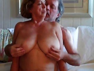 Grande boobed mulher madura rides seu marido 3 desgaste tweed