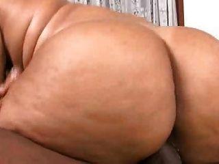 Eleonora e sua bunda gorda ficando fodida muito difícil