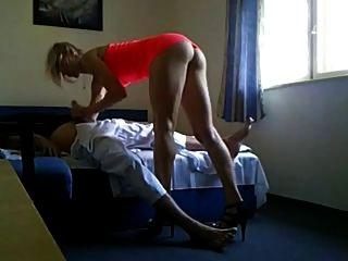 Muito quente milf batota seu marido com fuckbuddy