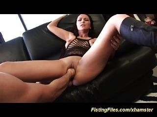 É o seu primeiro fist anal hoje
