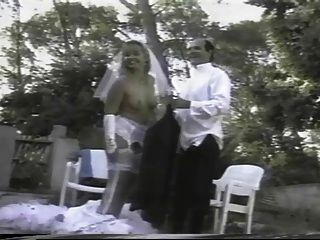 Menina francesa é fodida enquanto vestindo um vestido de noiva branco