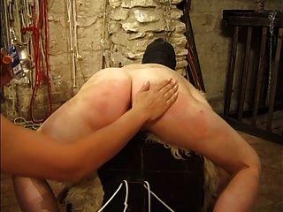 Vadia mascarada é torturada por sua amante