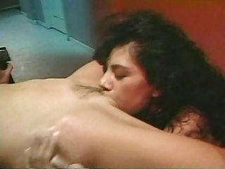 Melanie moore e alicia rio lésbica cena