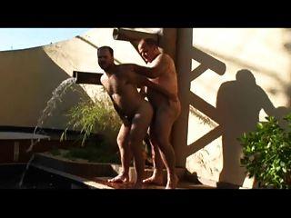 Papai e cara fodendo na piscina