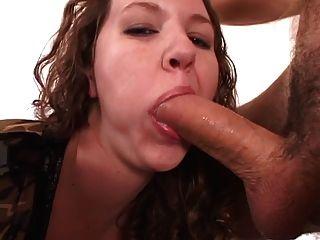 Curvy morena pintinho slides dedo dentro dela apertado asshole