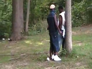 Orgias de prostitutas negras no parque.