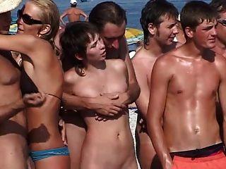 Acampamento nudista russo