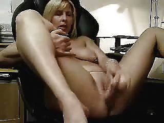 Vídeo quente de minha esposa masturbando.Amador maduro