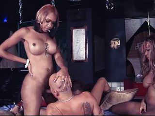 3 deusas negras gangbang um sujeito sortudo