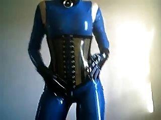 Boneca de látex azul