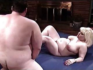Casal gordo ter prazer na cama