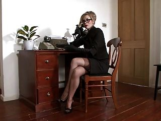 Michelle úmido sentimento voraz no escritório.