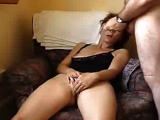 Marido e mulher se masturbam na câmera frontal